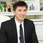 Negócios & Marketing - Brasileiro ex-engraxate vira bilionário: Forbes