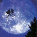 Humor - Homem é preso tentando acertar a lua com um tiro