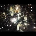 Vídeos - Show de fogos de artifício filmado com um drone. Um espetáculo!